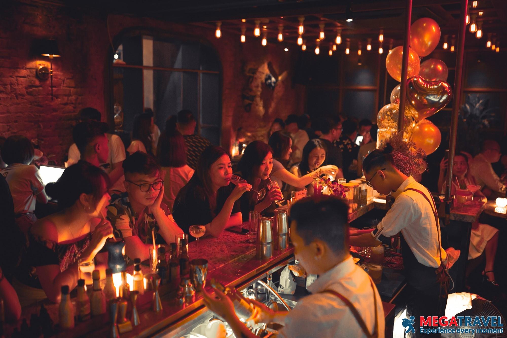 best bars in Hanoi 18