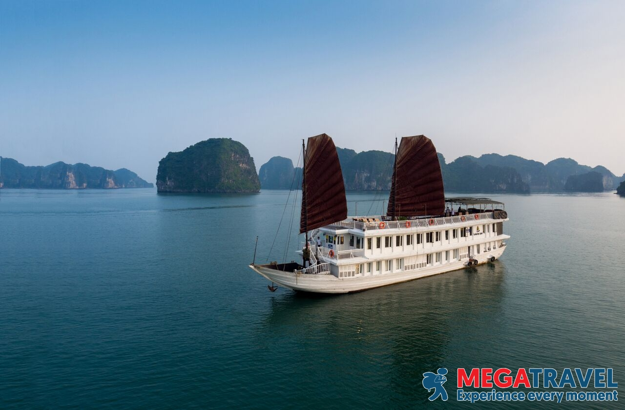 best Halong Bay cruises for backpackers 8