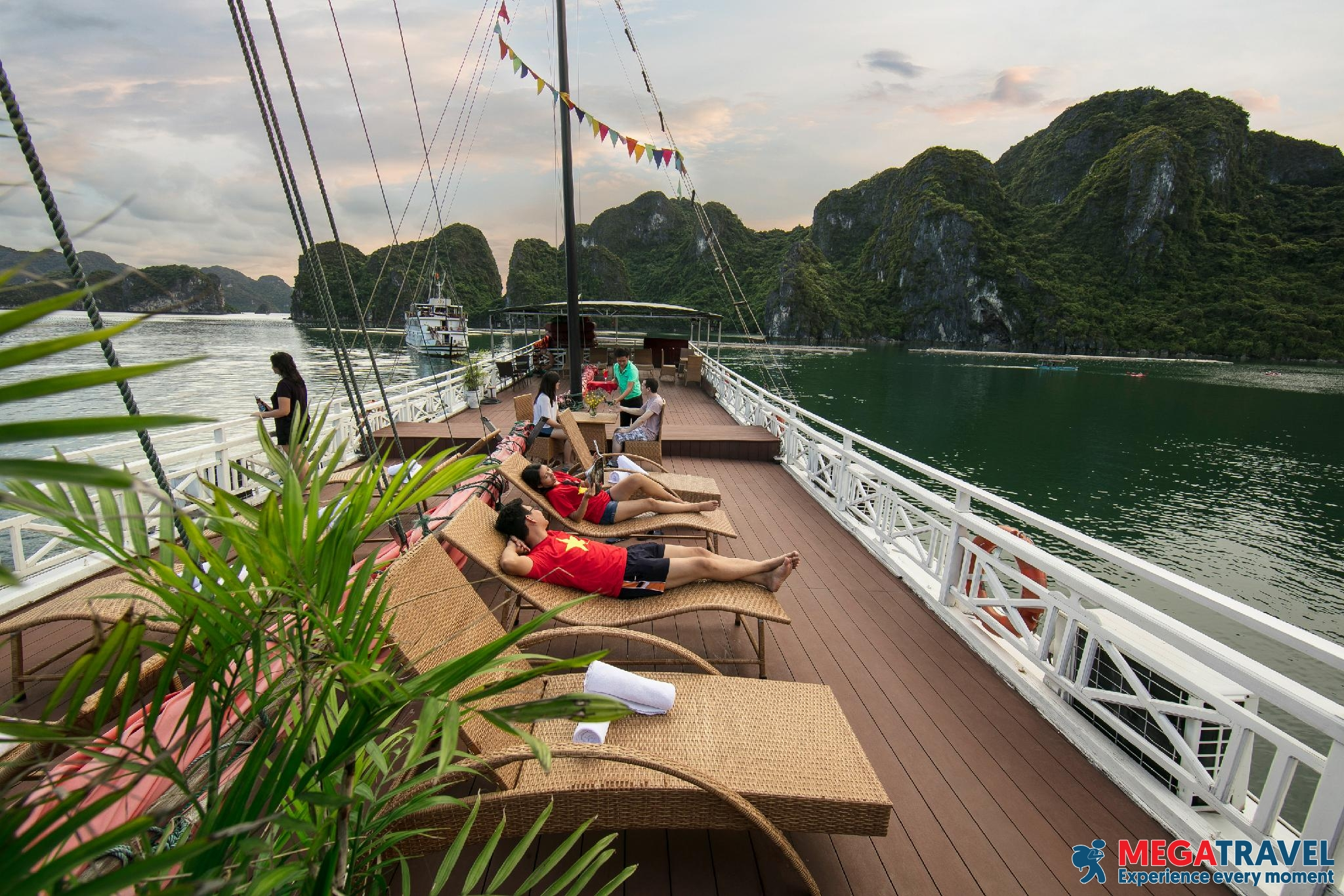 best Halong Bay cruises for backpackers 19