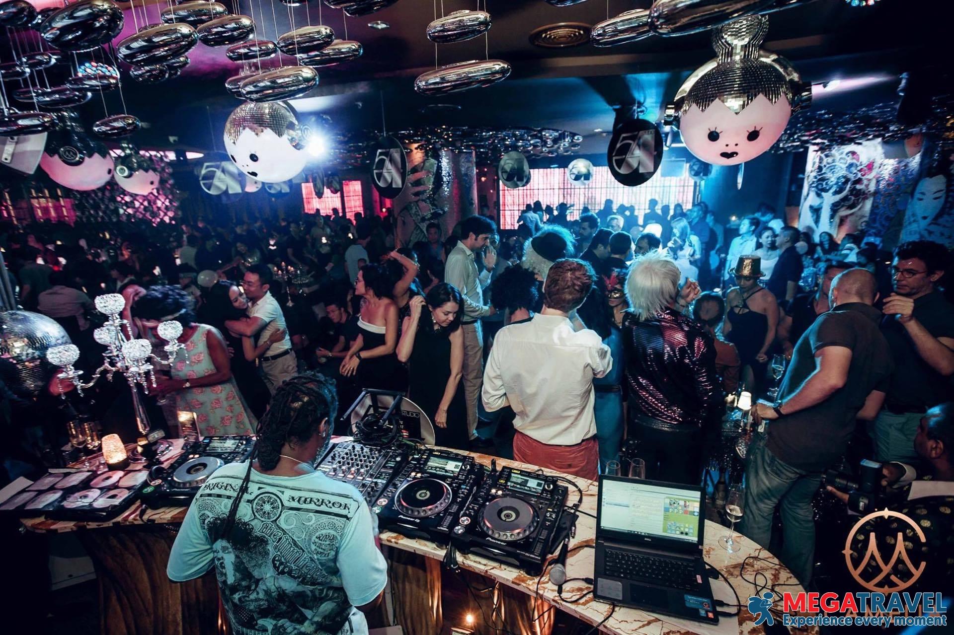 best bars in Hanoi 5